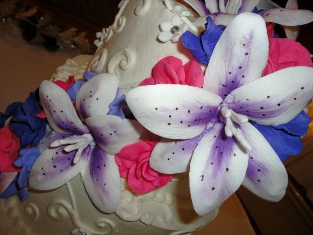 hibiscus flowers on cakeHibiscus Flower