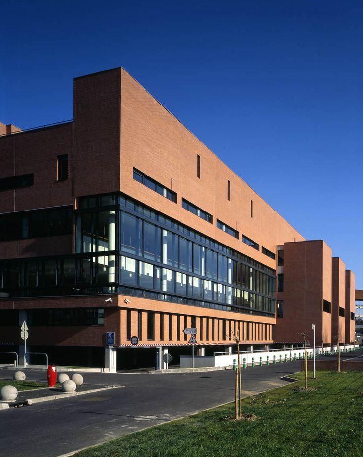 BIBLIOTHEQUE UNIVERSITAIRE DU MIRAIL Toulouse - LCR Architectes