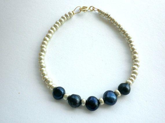 Freshwater pearls bracelet Navy blue freshwater by dadahandmade, €10.00