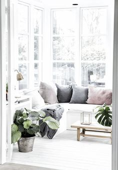 Lichtdurchfluteter Erker Mit Viel Glas Gemtlicher Sitzecke Wohnidee