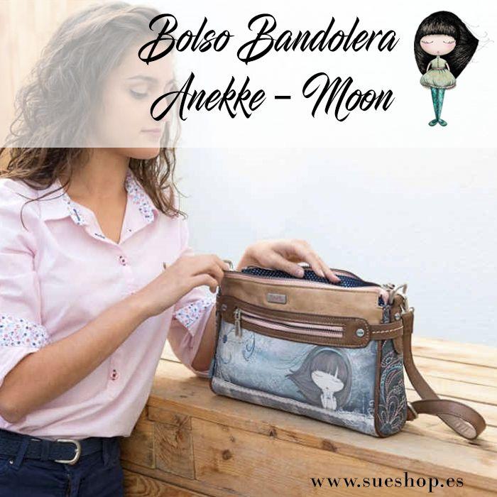 """Bolso Bandolera Anekke """"Moon"""", con compartimento principal con cremallera, varios bolsillos interiores y 2 bolsillos exteriores, uno en la parte delantera y otro en la parte trasera, ambos con cierre de cremallera.  Con correa regulable para llevar el bolso colgado al hombro o bien en bandolera. @waubags.com #anekke #bolso #bandolera #oferta #descuento #rebajas #waubags"""