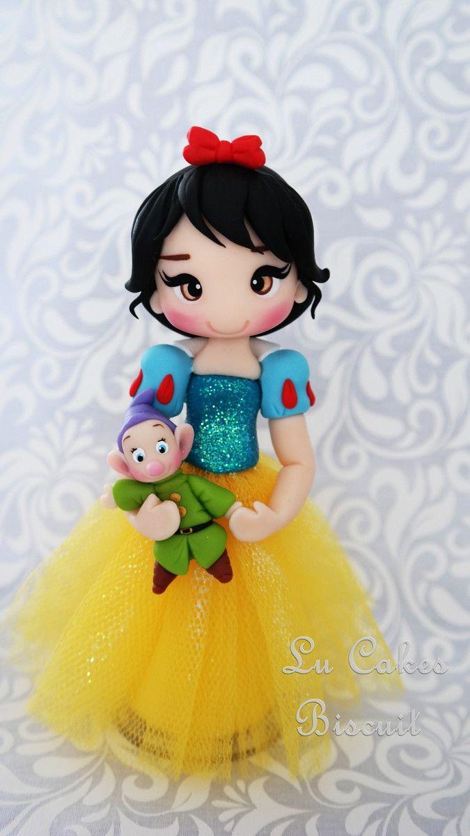 Princesa Branca de Neve  Com aproximadamente 15 cm de altura