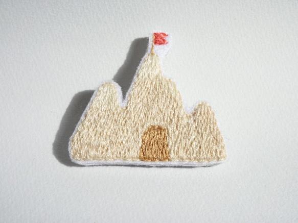 砂のお城ブローチ