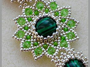 glass beads with their hands, beautiful scheme of beads, bead braided