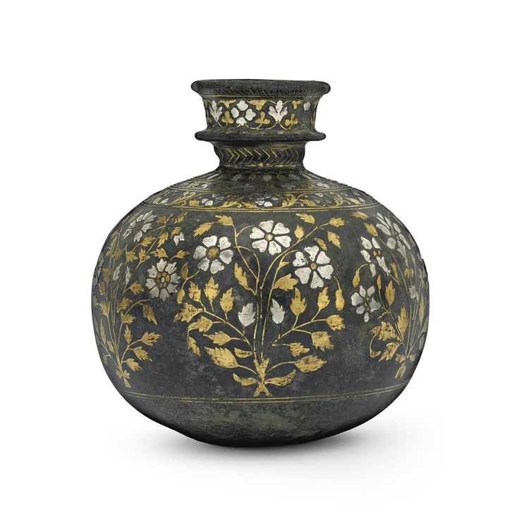 A BIDRI BRASS AND SILVER INLAID SPHERICAL HOOKAH BASE - BIDAR, CENTRAL INDIA, LATE 17TH CENTURY