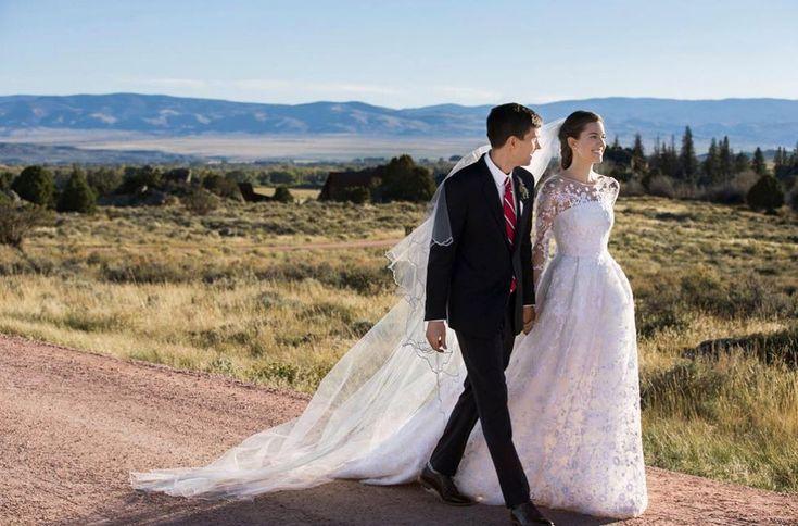 Allison Williams married Ricky Van Veen in custom Oscar de la Renta, 2015.