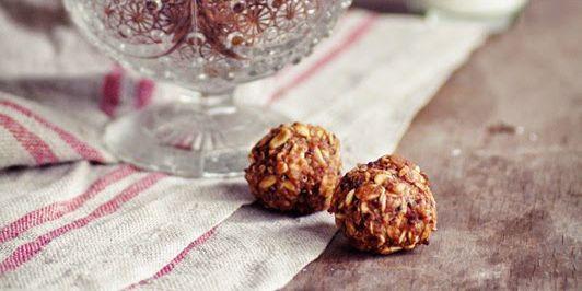 Quinoa Chocolate Balls via @iquitsugar