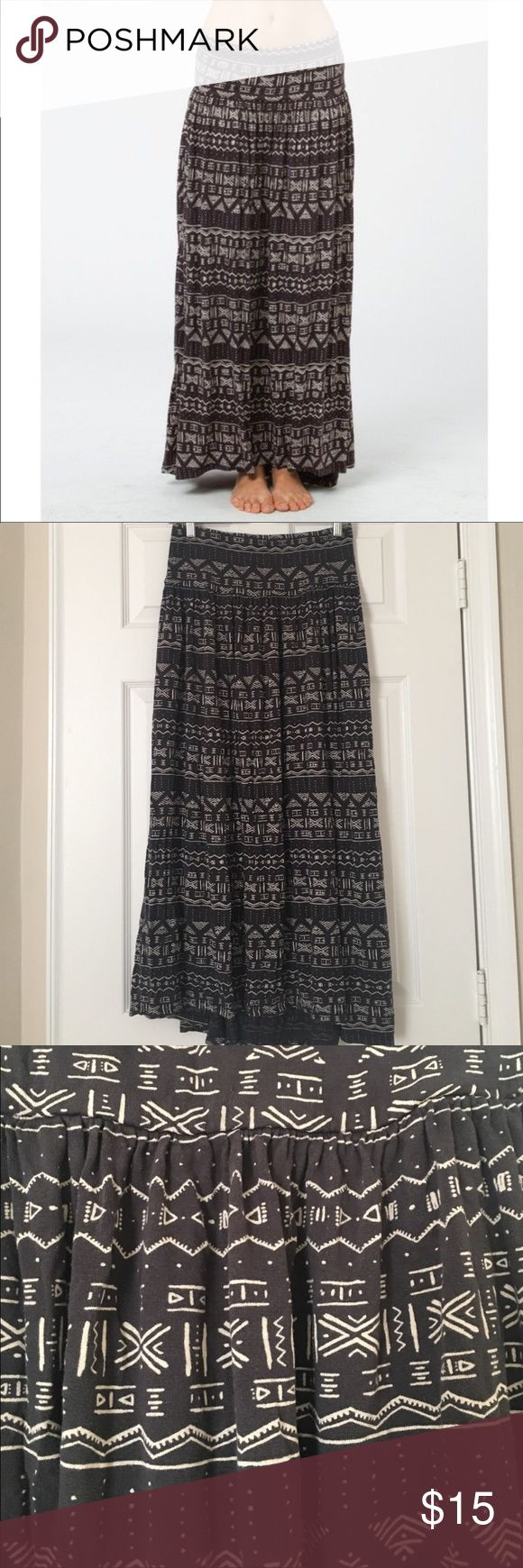"""Billabong Designer Closet Tribal Maxi Skirt Off black with cream tribal print. Size Small. Elastic waist. Slightly longer in the back for that cute boho look. Waist measures 13.5"""" (unstretched), Length front 35"""" Billabong Skirts Maxi"""