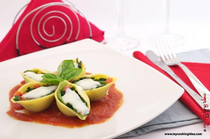 Conchiglioni ripieni di spinaci - My Cooking Idea http://www.mycookingidea.com/2014/11/conchiglioni-ripieni-di-spinaci/