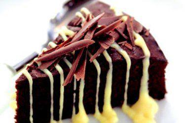 Chocolate mud cake with white chocolate sauce – Recipes – Bite