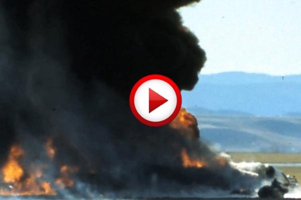Surreal airplane crash #accidents, #airplanes, #crash, #aviation, #videos, #videobox, #pinsland, https://apps.facebook.com/yangutu