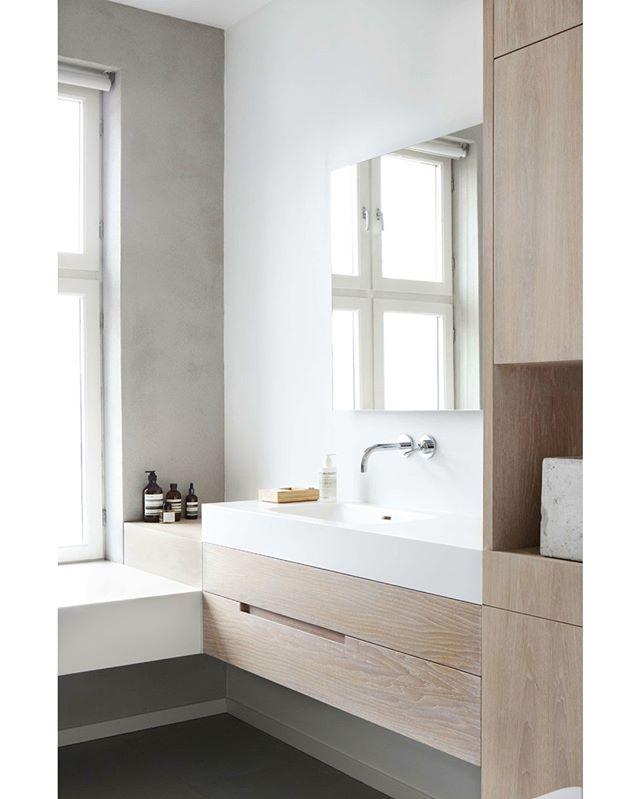 We love this look #mymerlyn #shower #instabathroom #architecture #design #interiordesign #instarchitecture #inspiration #lux #decor #details #architecture #archilovers #interiordesigntoday #styling #BHGHome #instagood #bathroom #bathrooms #designinspiration #bathroomdesign #bathroomremodel #homedecor #interiorinspo #housebeautiful #neutraldecor #instadecor #mirror