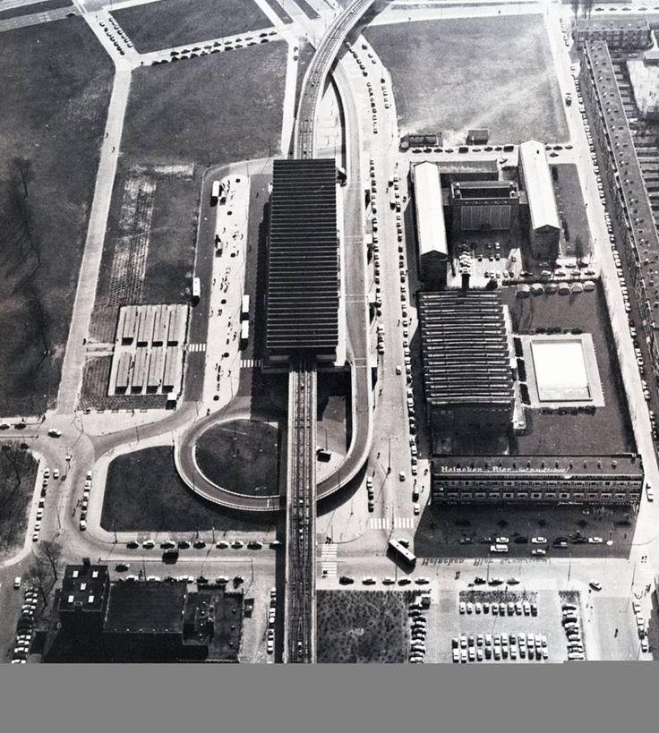 Het openbaar vervoer knooppunt Zuidplein na de ingebruikname van de metro. 1968