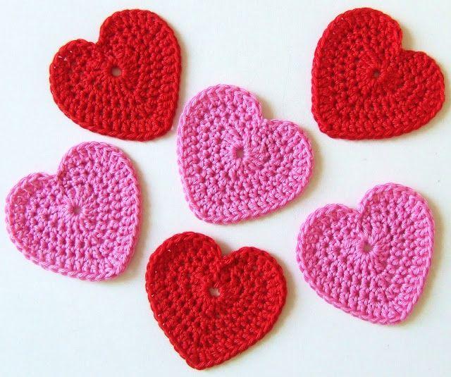 Voor mijn volgende werkje had ik gehaakte hartjes nodig maar ik kon alleen maar patroontjes op internet vinden van hele kleine hartjes. Ook ...
