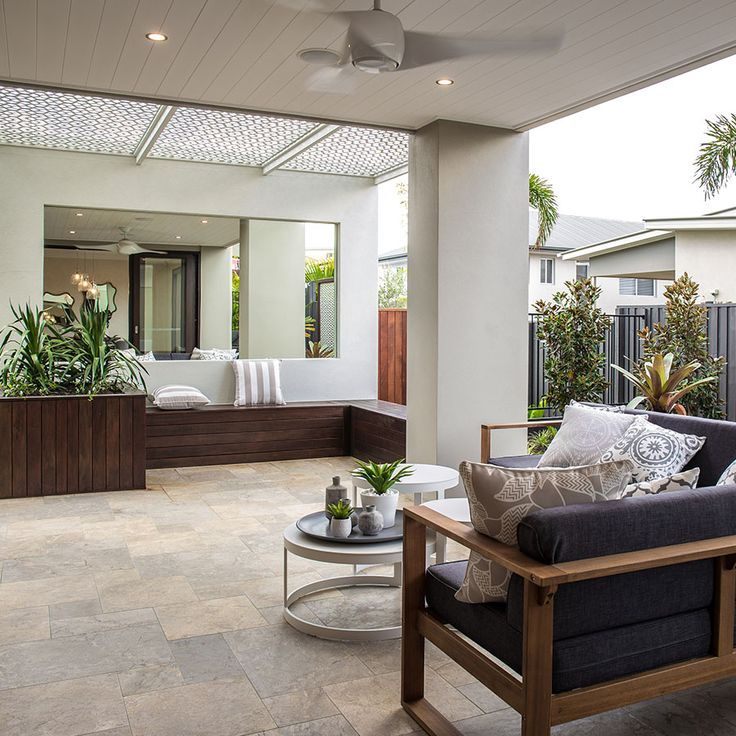 French Pattern Paves. The soft grey tones are perfection in this outdoor space.    @metriconhomes @nationaltilesau