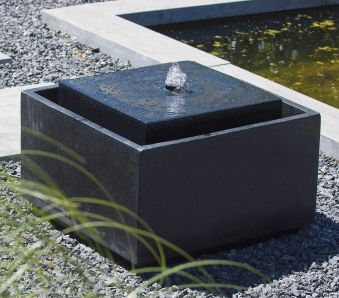 die besten 25 wasserspiel garten ideen auf pinterest. Black Bedroom Furniture Sets. Home Design Ideas