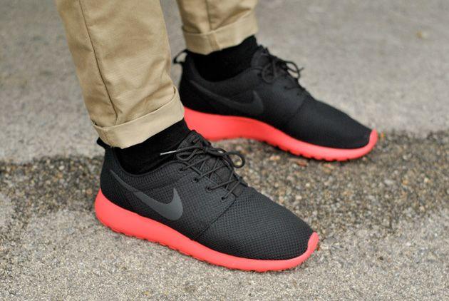 nike-roshe-run-noir-rouge-2