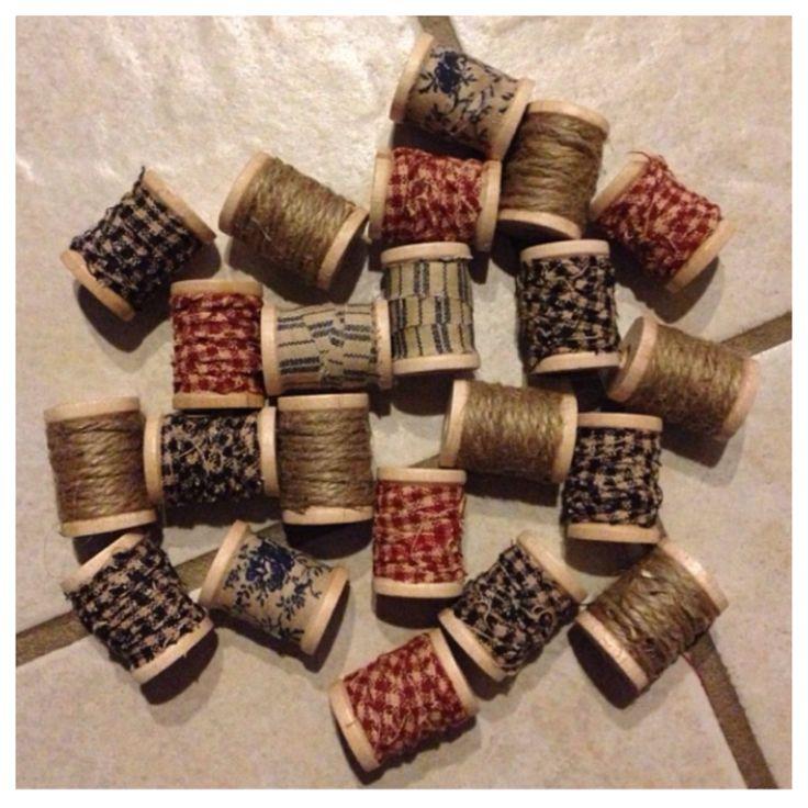 Primitive Decor - wooden spools with homespun fabric