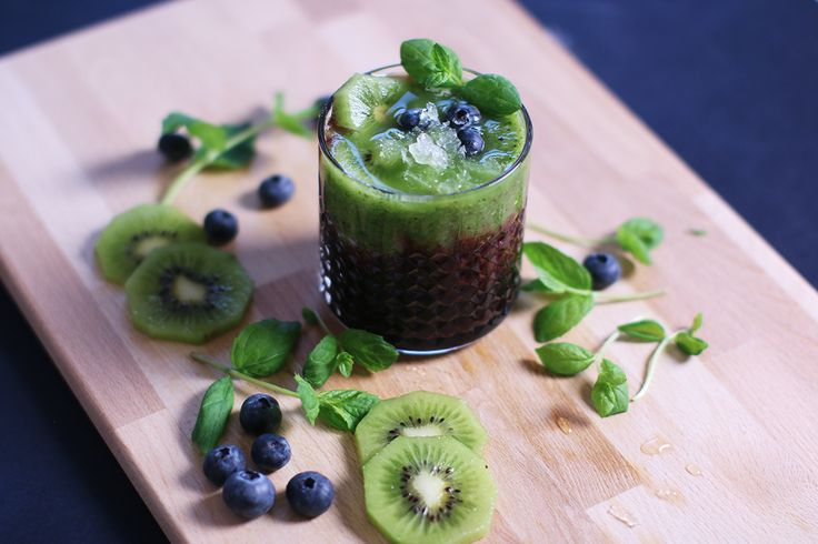 A delicious alcohol free drink tip! Mix kiwi, kale, lime and mint in a blender. Pour the mixture on top of a drinkable berry drink, for example our wild blueberry Berrie. Finish the drink with fresh blueberries and mint!   Read more about us: http://www.robertsberrie.com/