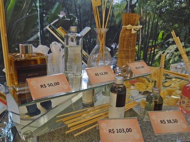 Como fazer perfume. http://gshow.globo.com/programas/mais-voce/O-programa/noticia/2012/09/veja-o-passo-passo-para-produzir-perfume-em-casa-e-ganhar-dinheiro.html (Foto: Mais Você / TV Globo)