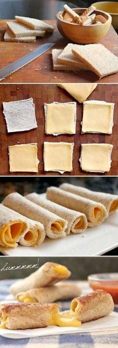 Apenas queijo e pão de forma, mas a mágica acontece depois de passar o rolinho na frigideira com manteiga. Hmmmm.