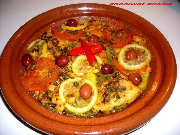 Bonjour/salam: Aujourd'hui je partage avec vous ce délicieux tajine de poisson aux légumes,un tajine savoureux et parfumé qui provient de la cuisine marocaine,simple et très facile à préparer. Ingrédients: 500gr de filets de poisson blanc(pangasius pour...