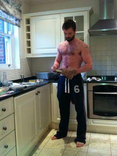 Look at him handle that pan