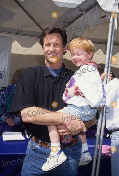 Robert Hays Photo - Robert Hays with Son Jake 1994 L7999mf Photo by Michael Ferguson-Globe Photos, Inc.