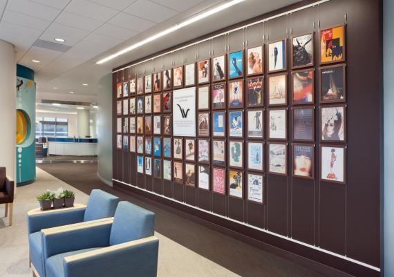 Nice interchangeable wall installation.  www.healthcaredesignmagazine.com/sites/healthcaredesignmagazine.com/files/imagecache/570x360/Women%27s%2520Board%2520Wall.jpg