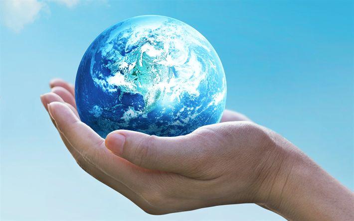 Lataa kuva Pelastaa Maapallon, ekologia, 4k, ympäristö, planet käsissä, ekologian käsitteitä, sininen taivas, Maan