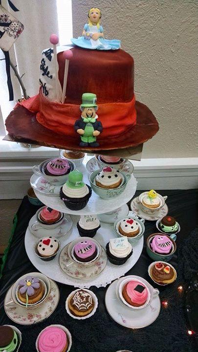 Mad Hatter hat cake! Alice in wonderland cupcakes