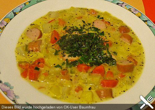 Seelenwärmer - Gemüseeintopf: mit Möhren, Kartoffeln, Fleischbrühe, Sahne und Wiener Würstchen