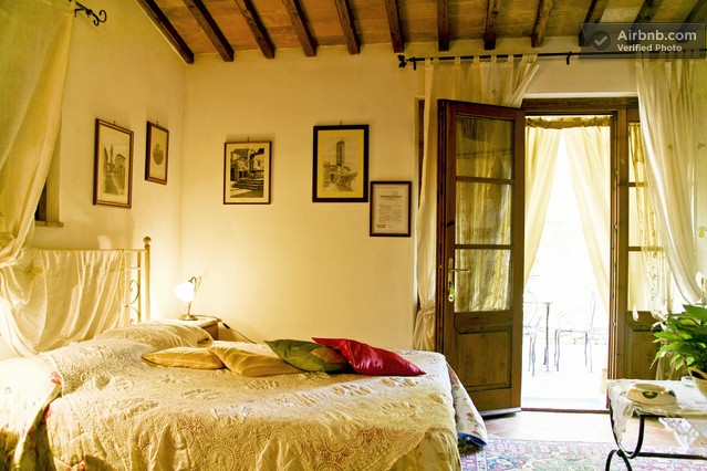 Apartment in Tuscany Countryside in San Gimignano (Siena)    .....homey..