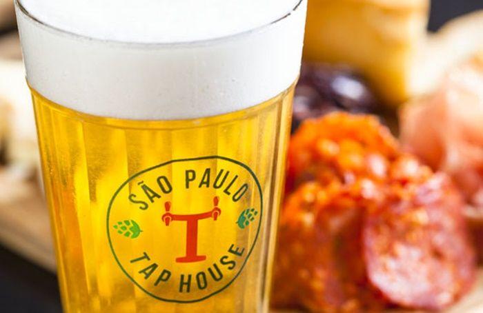Bar da Vida Madalena explora somente os rótulos de cervejas nacionais  continue lendo em São Paulo abre bar com 40 torneiras de chopes artesanais brasileiros