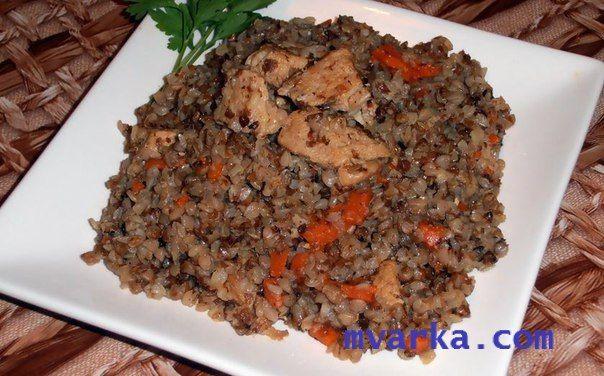 Блюдо быстрого и очень простого приготовления - ГРЕЧА С МЯСОМ В МУЛЬТИВАРКЕ!  ИНГРЕДИЕНТЫ:  гречневая крупа – 4 мерных стаканчика; мякоть свинины или говядины – 400 г; морковь – 1 шт средней величины; лук – 1 головка растительное масло; соль – 1 столовая ложка без верха специи по вкусу; вода – 6 мерных стаканчика.  ПРИГОТОВЛЕНИЕ:  Нарежьте очищенный и помытый лук на мелкие кубики. Морковь помойте, почистите и нарежьте небольшими дольками. Мясо нарежьте небольшими кусочками.  В чашу…