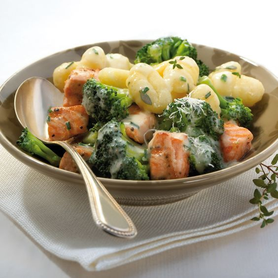 Gnocchi mit Kräuter-Lachs-Sauce | Weight Watchers