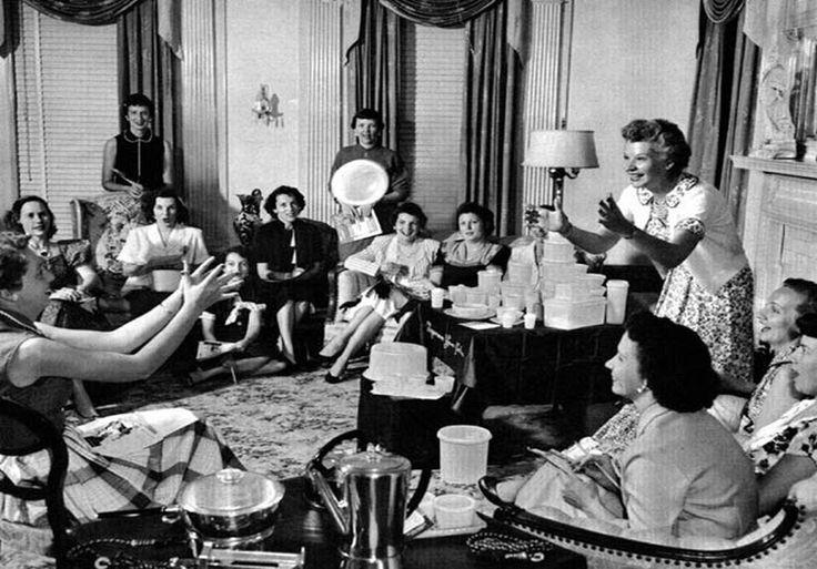 Première réunion  Tepperware entre amies dès le lancement des premières boîtes en 1942  par Mr. Tepper