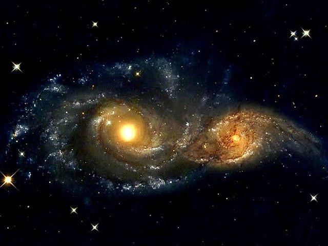 NGC 2207 (другие обозначения — ESO 556-8, MCG -4-15-20, UGCA 124, IRAS06142-2121, PGC 18749) — спиральная галактика с перемычкой в созвездии Большой Пёс.Пара галактик активно взаимодействует, находясь в начале процесса слияния.