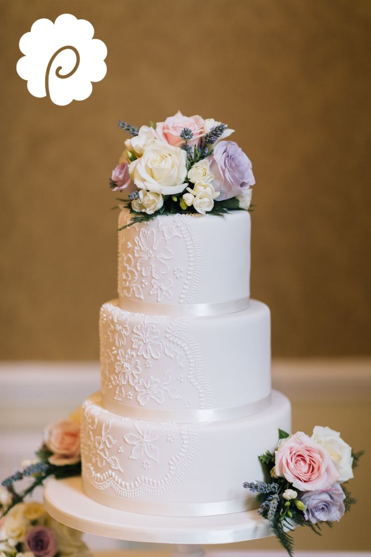 images of wedding cakes decorated with fresh flowers delicate piped and brushwork effect on 16371