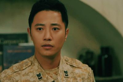 Ep 10 ~ Sergeant Seo breaks habit and shows worry #descendants of the sun #jin goo #seo dae young