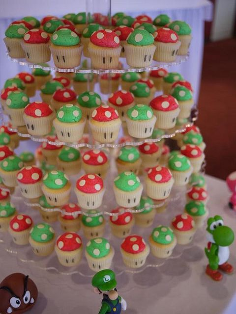 Super Mario Bros & 1UP Mushroom cupcakes