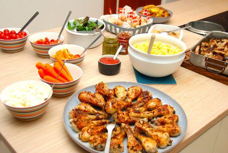 Her kan du se hvordan du nemt laver en komplet buffet til børnefødselsdag, hvor ungerne virkelig får god mad. Denne børnebuffet er med retter de fleste børn kan lide, og derfor er du sikker på,