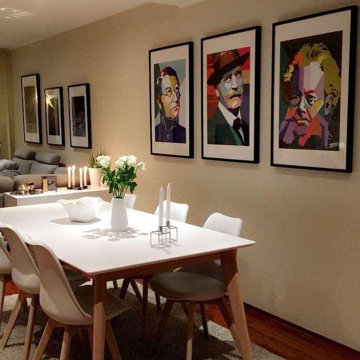 Tre kjente og viktige helter som har betydd mye for Norges litteraturhistorie! Her ser vi trioen i den flotte stuen hjemme hos @simenamundsen.