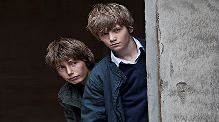 "In a better world    Η Susanne Bier με την ταινία «Ίσως αύριο» κατάφερε να εντυπωσιάσει και να συγκινήσει σε μεγάλο βαθμό το κοινό. Παρόλο που ο τίτλος του έργου στα δανέζικα (Hævnen) παραπέμπει αυθόρμητα στην αγγλική λέξη Heaven (παράδεισος), μεταφράζεται ως «εκδίκηση». Το φιλμ της Bier κέρδισε το 2011, το Όσκαρ καλύτερης ξενόγλωσσης ταινίας, μεταξύ υποψηφιοτήτων όπως ο «Κυνόδοντας» του Γιώργου Λάνθιμου και το ""Biutiful"" του Alejandro Gonzalez Inarritu."