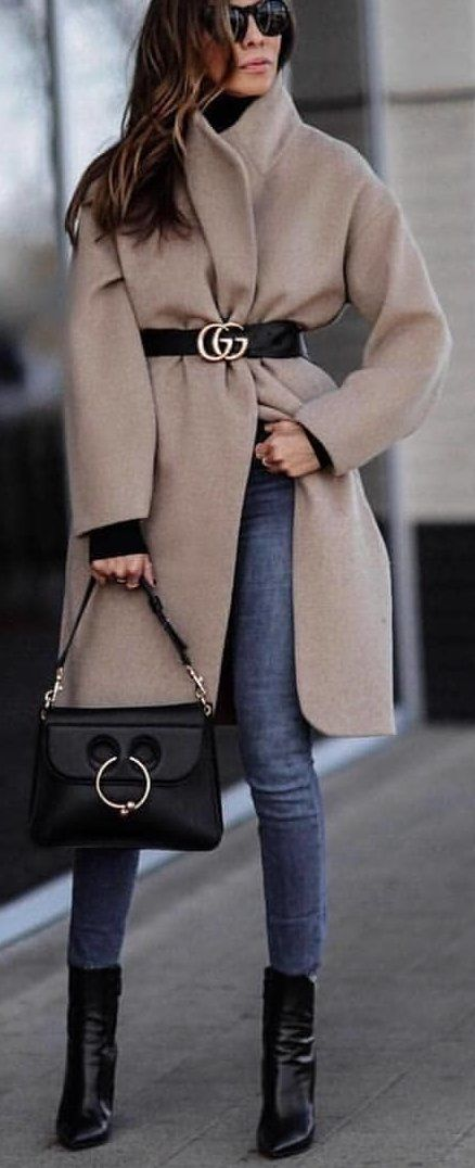 #spring #outfits brown Guess coat. Pic by @fashionista_east