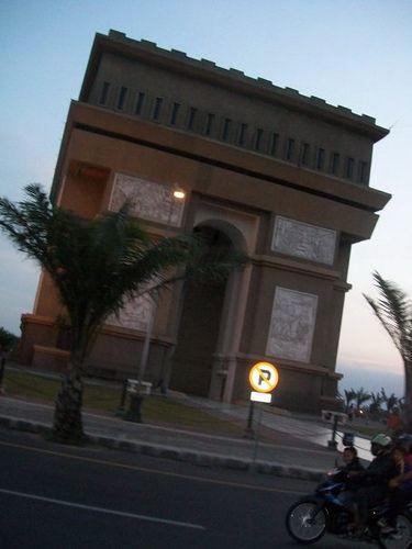 Kediri's Arc de Triomphe