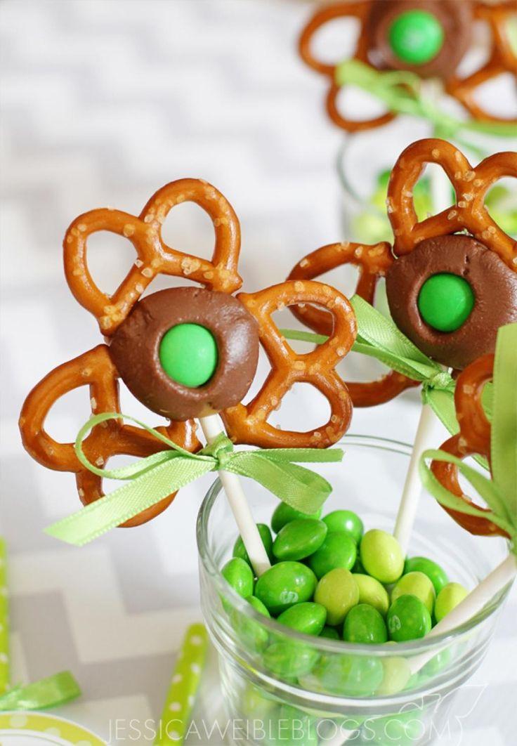 Que ce soit pour Pâques, la Saint Patrick, fêter l'arriver du printemps, la fête des mères, la Saint-valentin, Noël, ce tutoriel pourra vous aider à faire des fleurs pops! Changez simplement les couleurs des bonbons et des rubans pour adapter la fria