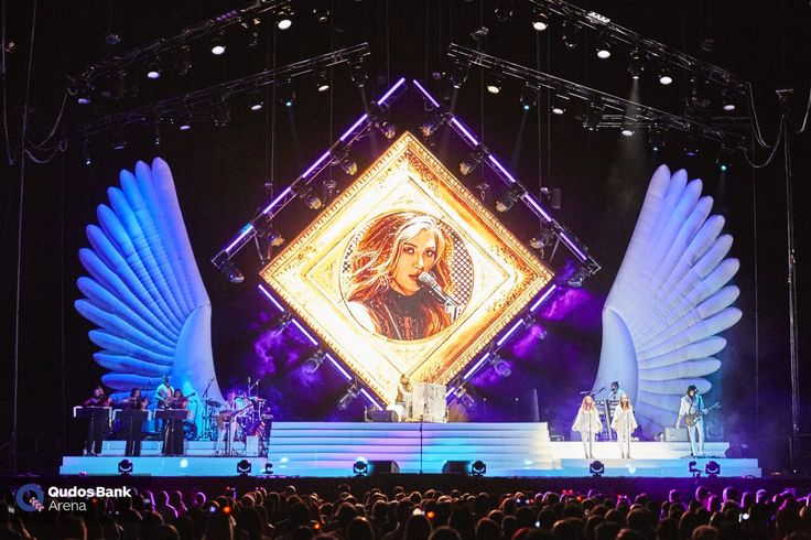Thanks to @DeltaGoodrem for making our arena beautiful last night and for all of you guys for coming!! #WingsOfTheWildTour https://t.co/i5qmSqaQDS