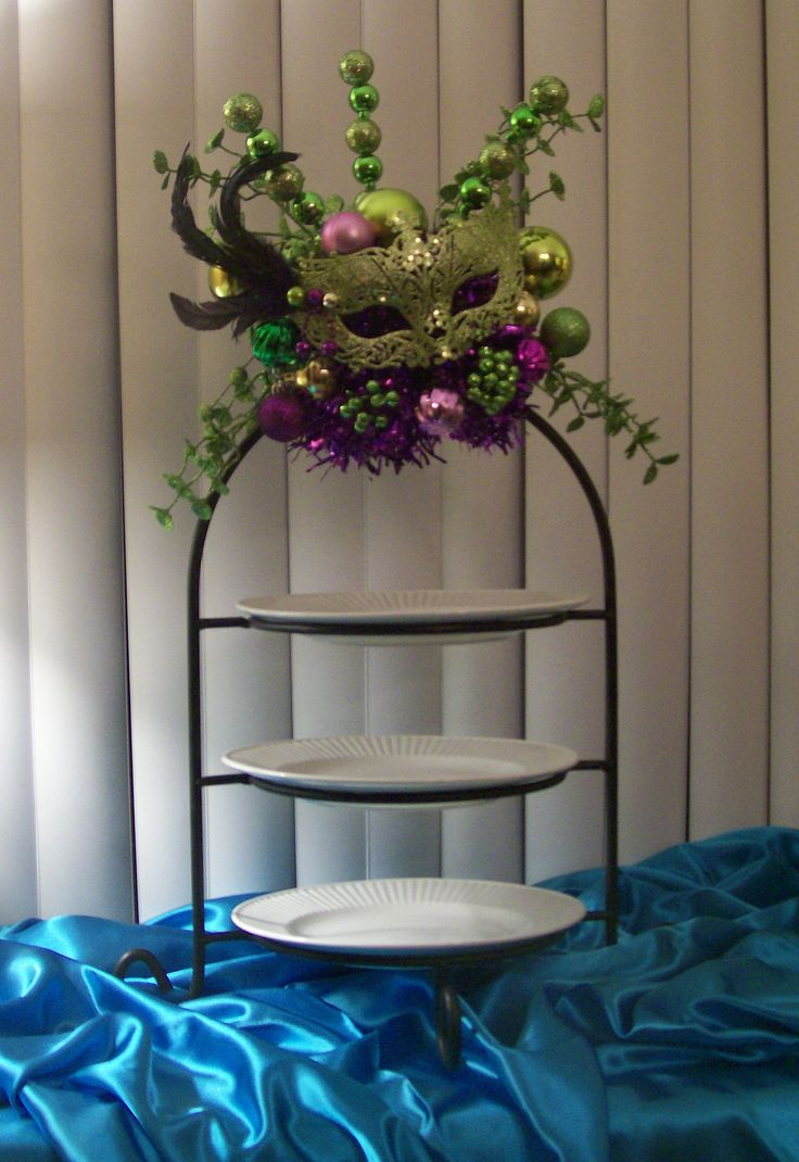 Mardi Gras Party: Buffet 3 Tier Food Tray
