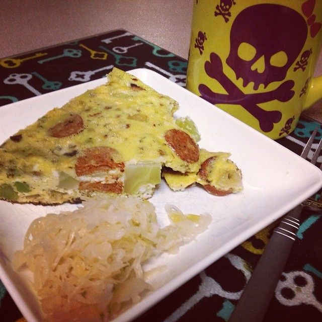 @nuttyabouthealth This morning's quickie breakfast: slice of frittata & sauerkraut w/black ☕️coffee. #breakfast #eggs #frittata #paleo #sauerkraut #cleaneats #jerf #coffee